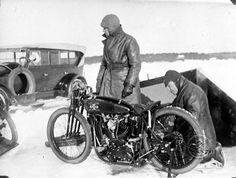 Helmets Super X, captured during an ice race in 1930 at Sæterviken bay near Uppsala.