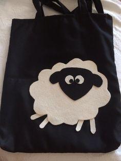 Kara kafalı kuzum :) siyah kumaş üzerine keçeli kol çantası :)