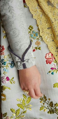 Neck Designs For Suits Kurti Sleeves Design, Sleeves Designs For Dresses, Kurta Neck Design, Neck Designs For Suits, Dress Neck Designs, Blouse Designs, Sleeve Designs For Kurtis, Churidar Neck Designs, Kurta Designs Women