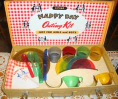 Throwback Thursday, 1940s Gotham Happy Day Outing Kit - 1st Issue with Aluminum Plates, Cups, Pans - Vintage Toy