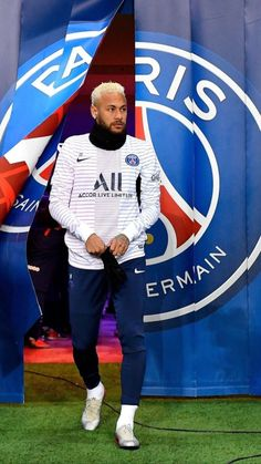 Neymar Jr of Paris Saint-Germain arrives on the pitch for warmup before the Ligue 1 match between Paris Saint-Germain and AS Monaco at Parc des Princes on January 2020 in Paris, France. Get premium, high resolution news photos at Getty Images Neymar Vs, Paris Saint Germain Fc, Football Neymar, Neymar Jr Wallpapers, Cristano Ronaldo, Fifa, Latest Football News, Manchester United Soccer, Soccer World