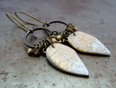 Frosted Winter Leaf Earrings van HumblebeadsJewelry op Etsy, $28.00