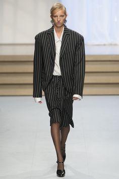 Jil Sander Spring 2017 Ready-to-Wear Fashion Show - Hebe Flury