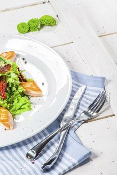 Sposób na łososia - Książka z przepisami Food Platters, Amanda, Buffet, Brunch, Tableware, Ideas, Cuisine, Grilled Salmon Recipes, Lunch Ideas