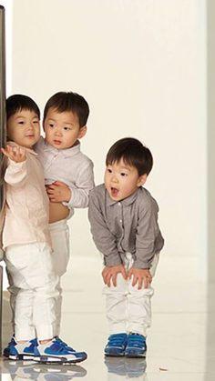 the quiet boys Korean Babies, Asian Babies, Cute Kids, Cute Babies, Song Il Gook, Triplet Babies, Superman Kids, Man Se, Song Daehan