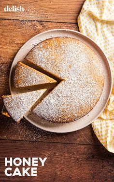 The honey cake is an underestimated cake. There are no frills, just really good cake. #recipe #easy #howtomake Honey Cake Recipe Easy, Honey Recipes, Easy Cake Recipes, Baking Recipes, Cupcakes, Cupcake Cakes, Dessert Crepes, Honey Dessert, Biscotti