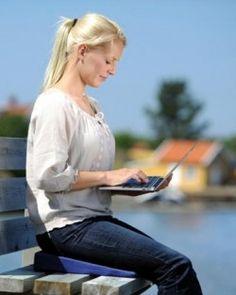 SISSEL® Sit Special 2 in 1: Komfortabel, weich und aufrecht sitzen – auch bei Problemen mit dem Steiß- und Kreuzbein! Entlastung der Wirbelsäule und Bandscheiben. Die abnehmbare Aussparung aus viskoelastischem Spezialschaumstoff ermöglicht eine optimale Entlastung und Freilagerung des Kreuz und Steißbeins.