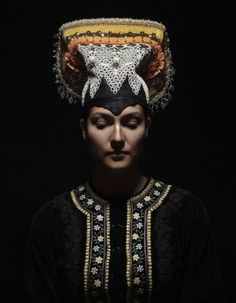 Petra Lajdova Photography 'Slovak Renaissance' - Exhibition of Slovak traditional wedding costumes and headwear. Bonnet from Tekov Slovakia Traditional Dresses, Traditional Wedding, Shaman Woman, Bridal Headdress, Wedding Costumes, Ethnic Dress, Ethnic Fashion, Folklore, Textile Art