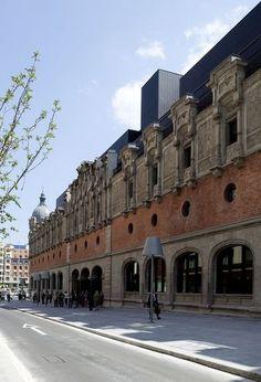 LA ALHÓNDIGA, old wine cellar renovated by Philipp Starck