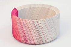 """""""Flamingo"""", coupelle corps en papier (4000 lamelles de papier assemblées) et plateau intérieur en corian, par Gregory Lacoua, 2011"""