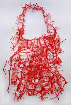 AMASANGRE001 -  Sangre - Collares en papel vegetal y Tinta ¿Qué nos une? Nos une la SANGRE -  Lucía Mishquila Brichta:
