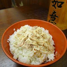 吃不厭的大碗雞肉飯。#Taiwanese chicken rice It's awesome! I love the one my aunt makes in her restraunt!