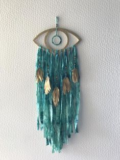 This Evil eye wall hanging is just one of the custom, handmade pieces you'll find in our wall hangings shops.Excited to share this item from my shop: Evil eye wall hanging Dream Catcher Craft, Dream Catcher Boho, Boho Diy, Boho Decor, Bohemian, Diy Wall Art, Diy Art, Diy Dream Catcher Tutorial, Diy And Crafts