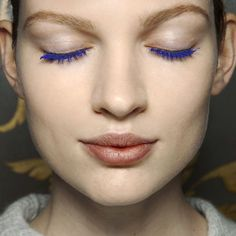 The cult-favorite royal blue mascara is back after a long hiatus thanks to this relaunch from Maybelline. Nude Makeup, Blue Eye Makeup, Eye Makeup Tips, Blue Mascara, Eyeliner, Eyeshadow, Great Lash, Flawless Face, Making Faces