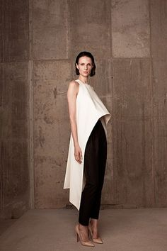 Get inspired and discover Rosie Assoulin trunkshow! Shop the latest Rosie Assoulin collection at Moda Operandi. White Fashion, Look Fashion, Fashion Details, Fashion Design, Classic Fashion, Style Outfits, Fashion Outfits, Womens Fashion, Outfit Styles