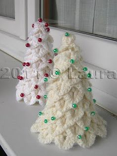 Christmas Trees - translates from Italian.  Appears to have crochet pattern and tutorial.
