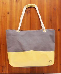 「カラフルトートバッグ」 [Glay&Yellow] POPでカラフルなトートバッグができました。 丈夫帆布と、子ヤギの革を組み合わせ、持ち手はロープ...|ハンドメイド、手作り、手仕事品の通販・販売・購入ならCreema。