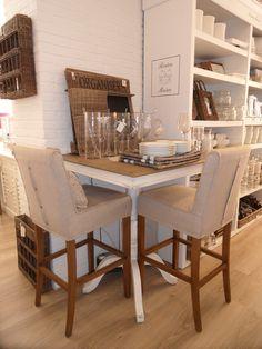 Riviera Maison bar stools kitchen table in the corner