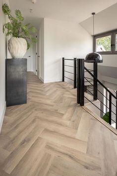 Waanzinnig gave PVC visgraat vloer! Pvc Flooring, Modern Flooring, Hallway Flooring, House Goals, Home Fashion, My Dream Home, Home Interior Design, Modern Interior, Style At Home