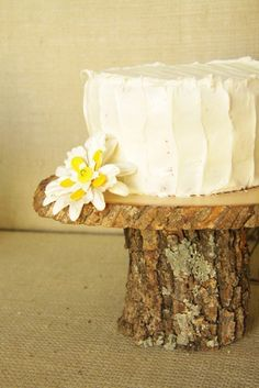 Etsy picks - Winter wedding - small wooden cake plate - Sunday Hatch