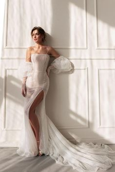 Dresses To Wear To A Wedding, Wedding Dress Trends, Dream Wedding Dresses, Bridal Dresses, Unique Wedding Gowns, Slit Wedding Dress, Fashion Wedding Dress, High Fashion Dresses, Couture Wedding Gowns