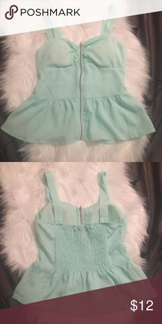 Beautiful peplum top Mint peplum top with zipper closure in the front   With paddled cups Tops Tank Tops