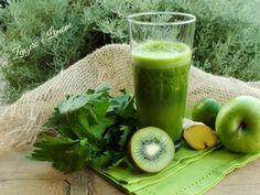 Questo green drink è un autentico concentrato di vitamine. Facile, semplice, buono, salutare e genuino! Un vero bicchiere di salute.