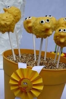 Big Bird Cake Pops-Sesame Street big bird, birthday idea, cake pops, rainbow birthday, sesam street, 2nd birthday, cakepop, parti idea, street parti
