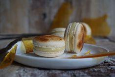 """Zur Finale des """"Jour du Macaron"""" gibt es ein ausgefallenes Rezept für Crème Brûlée Macarons. Gefüllt sind sie nebst Vanilleganache mit weichem Karamell."""