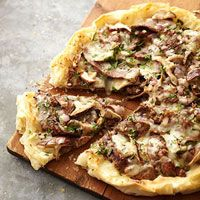 Steak and Mushroom Phyllo Pizza Phyllo dough gives pizza a unique low-carb spin. Packed with protein and heart-healthy fats, this gourmet-style pizza is a guilt-free treat. Steak Recipes, Pizza Recipes, Appetizer Recipes, Cooking Recipes, Healthy Recipes, Diabetic Recipes, Healthy Appetizers, Skinny Recipes, Simple Recipes
