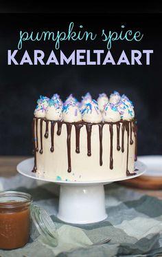 Deze pumpkin spice karameltaart is een echte herfsttaart. De kruidige cake samen met de karamelcrème is niet moeilijk te maken maar smaakt heerlijk!