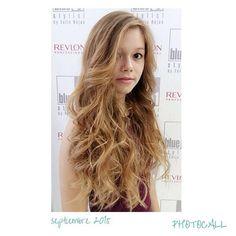 Una melena larguísima con ondas surferas.  #blue01stylist #photocall #peinados #peluqueria… http://ift.tt/1LLCV8S