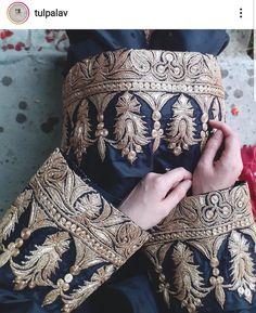Embroidery Fashion, Embroidery On Kurtis, Kurti Embroidery Design, Hand Work Embroidery, Embroidery Patterns, Pakistani Party Wear Dresses, Designer Party Wear Dresses, Pakistani Dress Design, Fancy Dress Design