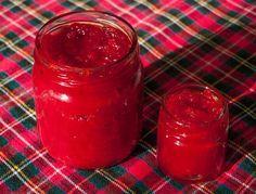 Tatlı Kırmızı Biber Sosu  -  Fügen Büke #yemekmutfak.com Sweet Chili Sauce olarak bilinen Tayland mutfağına özgü bu sosu çeşitli et yemeklerinin ve kızartma hamur işlerinin yanında kullanabilirsiniz. Veya krem peynirle, süzme yoğurtla yiyebilirsiniz.