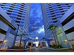 Tamra Trainer is one of the Leading High Rise Brokers in Las Vegas with 19 years of experience! @ http://www.astonrealtygroup.com/about/