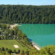 Am südlichen Ufer des Lac de Chalain liegt Domaine de Chalain. Die Umgebung des Sees eignet sich wunderbar zum Wandern, Angeln und Entspannen. http://www.canvasholidays.de/frankreich/jura/ju02y/domaine-de-chalain