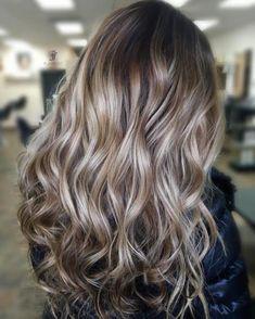 40 Beautiful Blonde Balayage Looks Light Brown And Blonde Highlights Dark Blonde Balayage, Brown Blonde Hair, Hair Color Balayage, Brunette Hair, Hair Highlights, Golden Blonde, Color Highlights, Wavy Hair, Blonde Curls