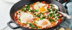 Mennyei saksuka, avagy fűszeres, paradicsomos mártásban buggyantott tojás - Receptek | Sóbors Easy Pasta Recipes, Healthy Recipes, Tamales, Soul Food, Chorizo, Tofu, Feta, Bacon, Lunch