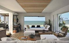 O estilo descontraído, característico de uma típica residência de praia �...
