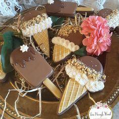 Beautiful Cookies by Gingerbread Artist Teri Pringle Wood 🍦🍪 Iced Sugar Cookies, Chocolate Sugar Cookies, Ice Cream Cookies, Fancy Cookies, Sugar Cookies Recipe, Cookie Recipes, Cookie Frosting, Royal Icing Cookies, Cupcakes
