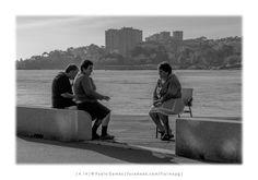 """""""Três pessoas a conversar junto ao rio Douro"""" / """"Tres personas conversando junto al rio Duero"""" / """"Three people talking beside the Douro river"""" - Afurada [2014 - Gaia - Portugal] #fotografia #fotografias #photography #foto #fotos #photo #photos #local #locais #locals #cidade #cidades #ciudad #ciudades #city #cities #europa #europe #pessoa #pessoas #persona #personas #people #porto #oporto #street #streetview"""