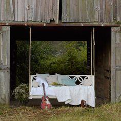 Palu Bayview Hanging Bed