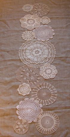 lace table runner and burlap - more of an everyday look, rustic granny chic. Would work well as a table cloth and doilies to edge the table cloth too. Burlap Runners, Lace Table Runners, Crochet Table Runner, Doilies Crafts, Lace Doilies, Crochet Doilies, Lace Mason Jars, Burlap Lace, Hessian