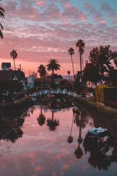 Venice Beach Los Angeles, Kalifornien - Source by Beautiful Places, Beautiful Pictures, Beautiful Life, Sky Aesthetic, Summer Aesthetic, Aesthetic Collage, Travel Aesthetic, Pretty Sky, California Dreamin'