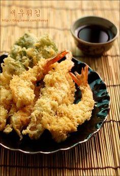 일식집에서 먹는것 같은 바삭한 새우튀김 만들기~ 새우튀김 대하 7~8마리,소금,후추,박력분 약간.. *튀김옷... K Food, Tempura, Korean Food, Korean Recipes, Roasted Tomatoes, Fish And Seafood, Kimchi, Food Plating, Food Photo