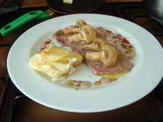 Entrecôte  ,patate  Delfinato   e  champignons salse al  vino rosso e  alla nocciola  del Piemonte   ^ _ *   Gino D'Aquino