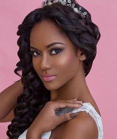 Bridal look inspiration @helenleonardcreative  #makeupartist #beautyblogger #lipstick #blackwomen #makeupinspiration #bodywave #makeuplover #makeupforbrownskin #lipstickforblackwomen #darkskinmakeup #makeupforblackwomen #bblogger #blackgirlmagic #makeupblackgirls #africanamerican #makeupfordarkskin#humanhair #wig #sewin #straighthair #loosewave #curlyhair #bundledeal #virginhair #hairsalon #bundles #brazilianhair #peruvianhair #hairstylist #wavyhair