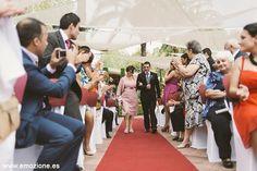 entrada del novio a la ceremonia