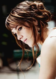 Isabelle Geffroy better known by nickname Zaz is a singer-songwriter… Poems In English, French Poems, A Level French, French Articles, Star Francaise, French Education, English Translation, Celebrity Portraits, French Language