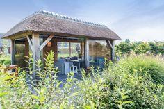Tuinprieel van eikenhout met draai- en schuifwandsysteem. Westervoort www.bronkhorstbuitenleven.nl